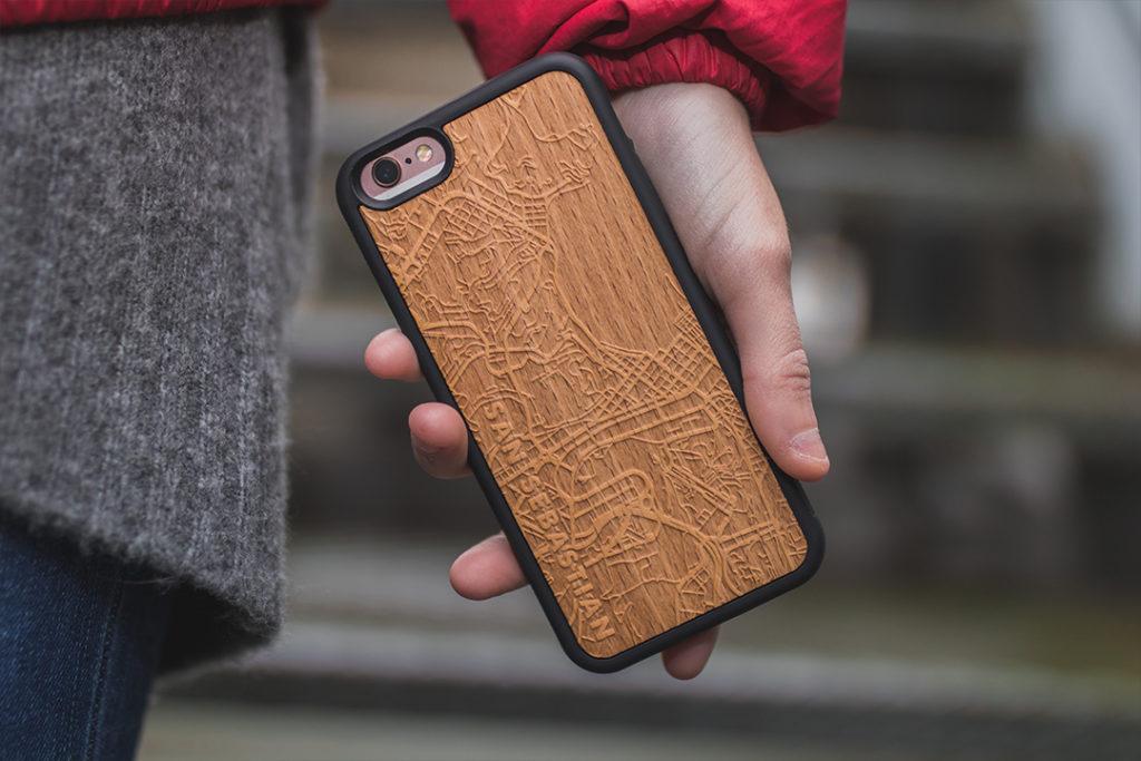 diseñar funda de movil de madera personalizada