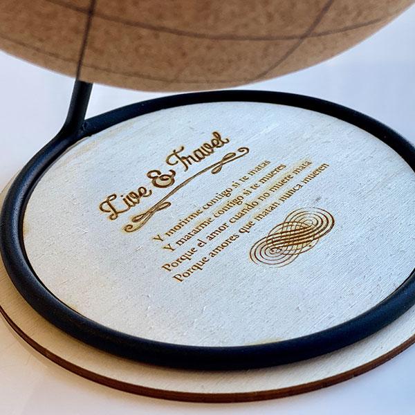 globo terraqueo de corcho con dedicatoria