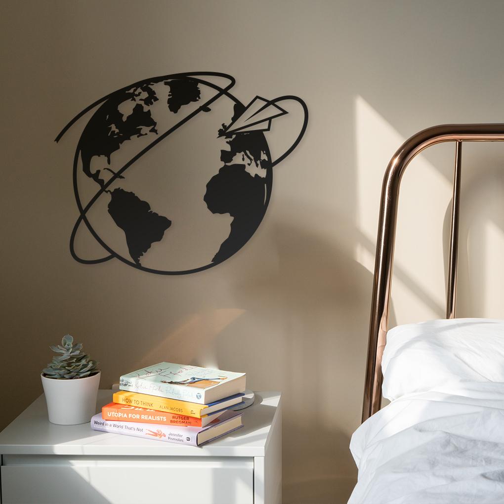Silueta Mapa mundi circular con avión como decoración de pared de habitación.