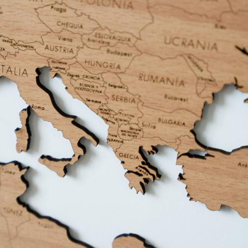 Detalle de mapamundi de madera de Haya